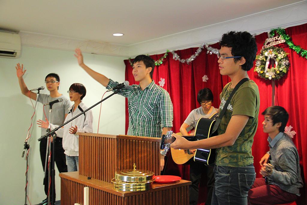 GEFC StepUp Team Visit 2013 Leading Worship